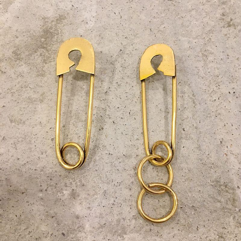Brinco-alfinete-dourado